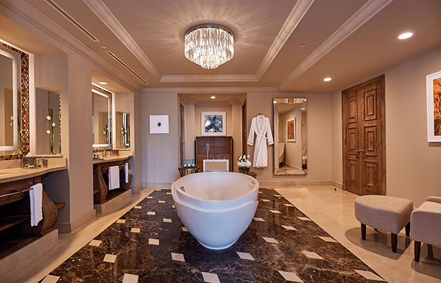 Regal Club Suite - Bathroom
