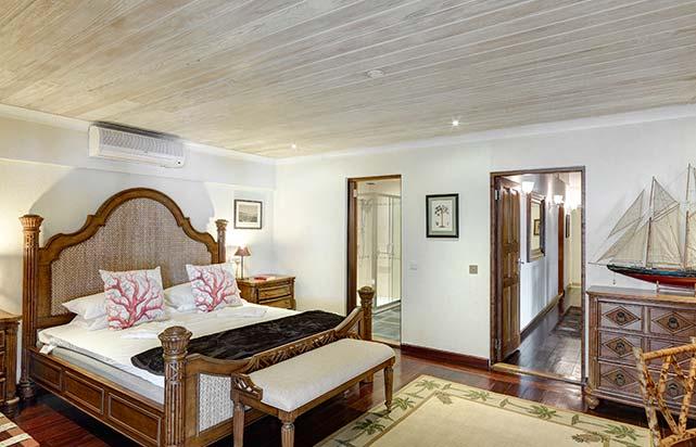 Estate Villa - Master Bedroom