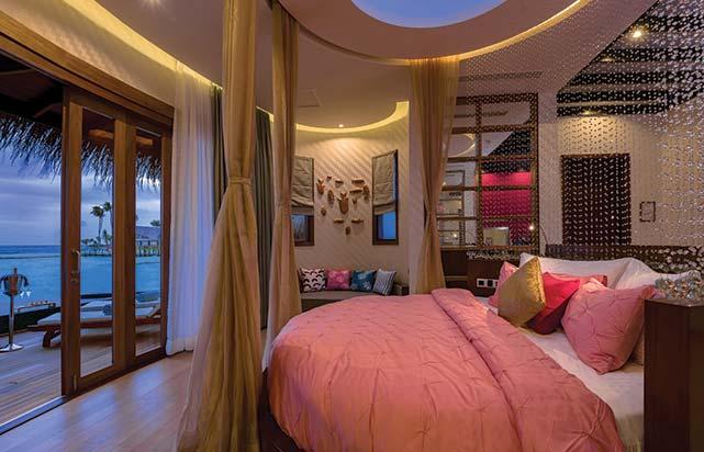 Honeymoon Water Suite - Bedroom