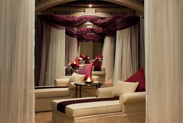 Thalassotherapy Spa Pool Lounge