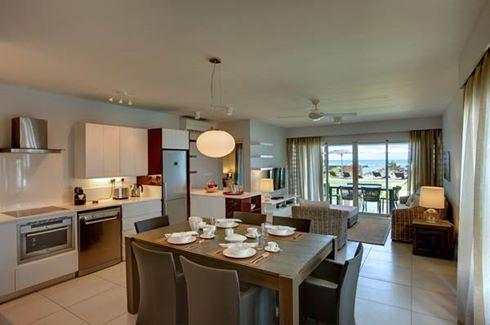 Leora Beach Apartment - Beachfront Apartment