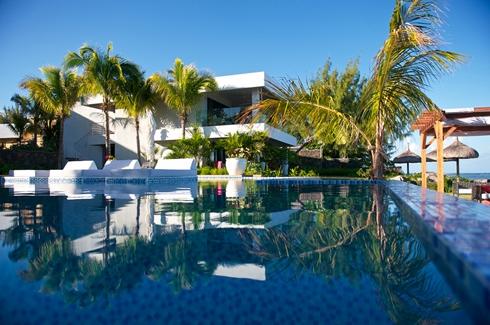 Leora Beach Apartment - Pool area