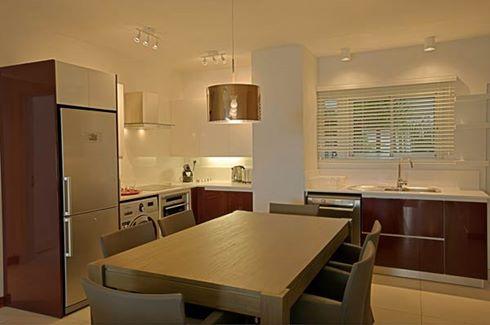 Leora Beach Apartment - Premium apartment kitchen