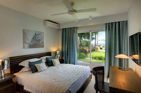 Leora Beach Apartment - Beachfront Apartment Bedroom 1