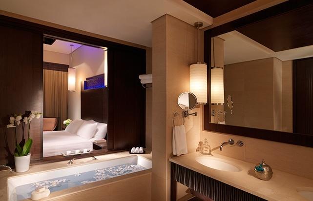 Premier Lagoon Bathroom