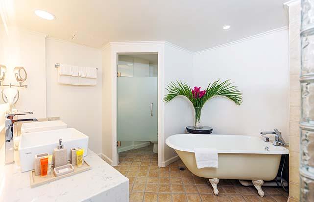 Luxe Suite - Bathroom